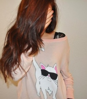 brunettes do it better, cat and clothes