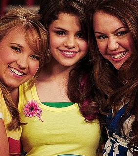 emily osment, friends and miley cyrus