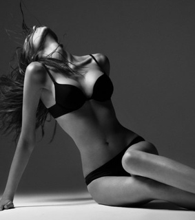 black and white, body and girrl