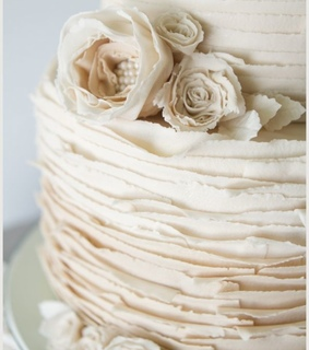 pearls, ruffles and vintage wedding cake