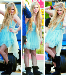 avril lavigne, blue dress and lbs