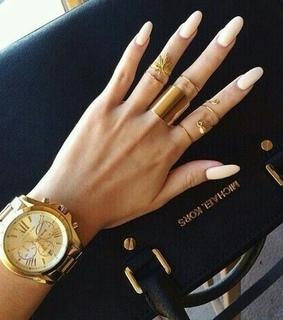 accessorizes, nails and ring