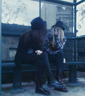best friends, black and chapeu