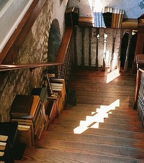 books, cozy and house