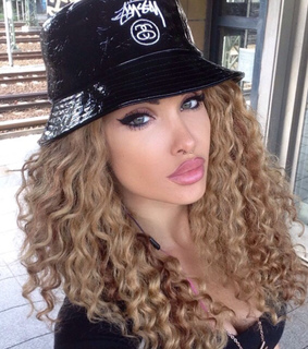 beauty, big curls and blonde