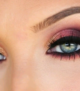 makeup look and jaclyn hill