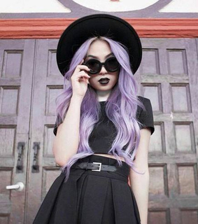 black clothes, black hat and glasses