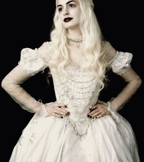 2010, alice in wonderland and anne hathaway