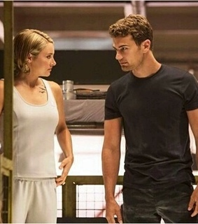 allegiant, tris prior and divergent series