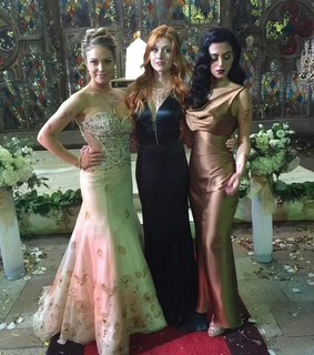 shadowhunters, clary and isabelle