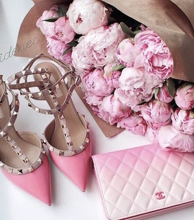 pink, chanel and bouqet