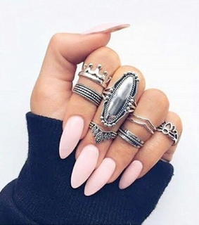 accessorizes, nails and pink