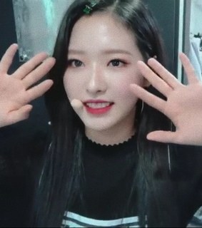 olivia, loona tv and kpop