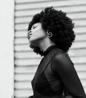 black women, 4c texture and afro hair