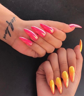 red nails, pink and tatto