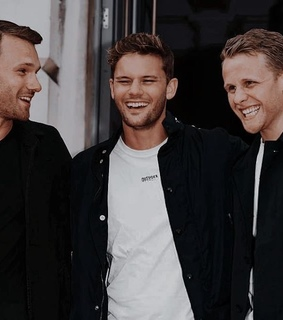 jeremy irvine, here we go again and actors