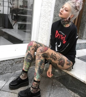 tattoos, gothgirl and plugs