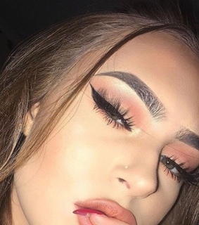 makeup eyes, lashes and casual
