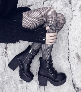 dark beauty, goth fashion and style