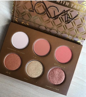 must have, girls and makeup palette