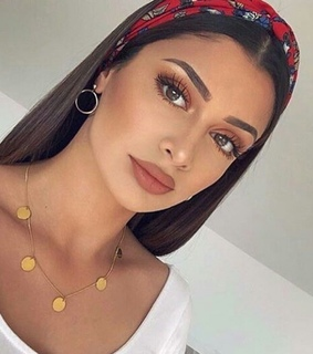 makeup inspo, accessories and lipstick