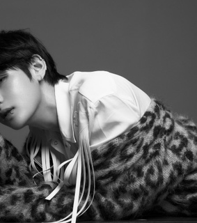 bts v, bts taehyung and black and white