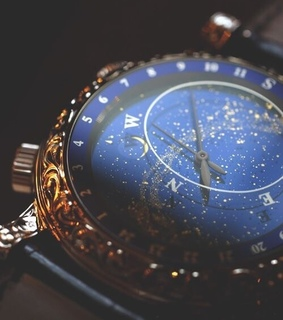 gold, direction and compass