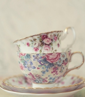 teacups, vintage decor and victorian style