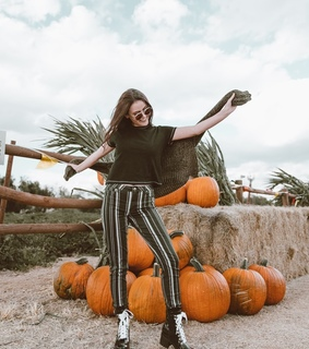 fall style 2018, blogger and pumpkins