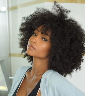 kinky curly hair, curly fro and curls