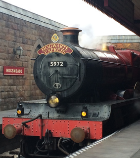 hogwarts express, universal studios and train