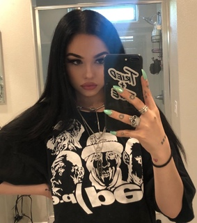 edgy fashion, model and maggie lindemann