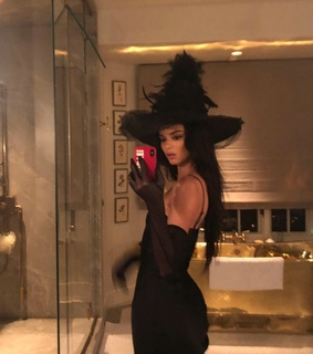 kim kardashian, witch and halloween costume