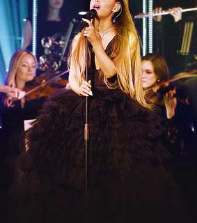 ariana grande, fashion and dress