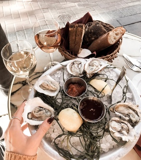 mood, wine and oysters