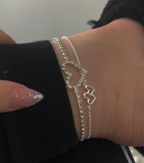 braclet, nails and arsthetic