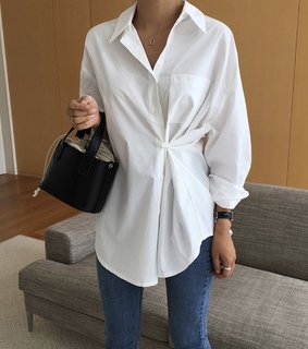 jeans pants, black bag and white blouse