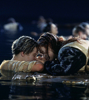 lov, titanic and holding hands