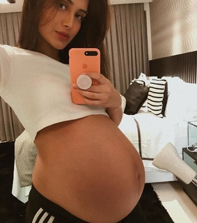 girls, pregnancy and bump