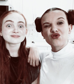 actresses, sadie sink and stranger things cast