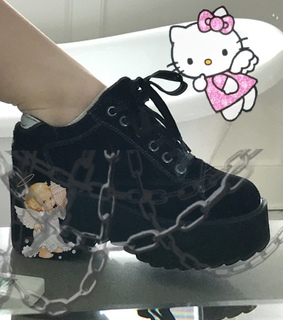 goth, hello kitty and chains