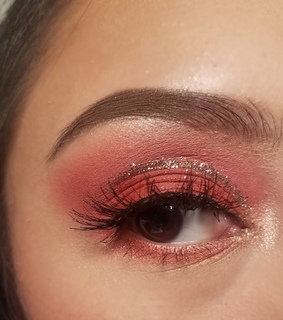 glitter, pink eyeshadow and eyes
