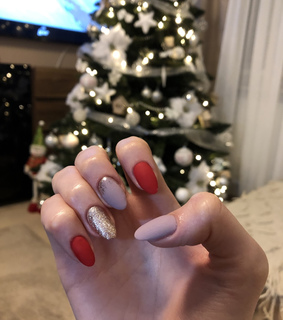 sparkle nails, winter nails and almond nails