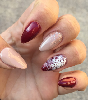nails, red and nude