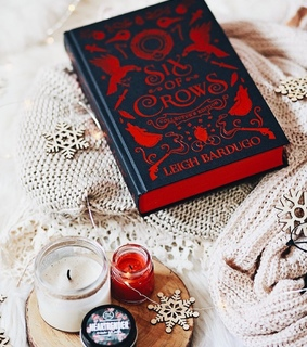 books, six of crows and book aesthetics