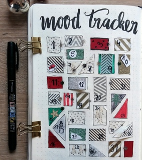 moodtracker, bullet journal and calligraphy