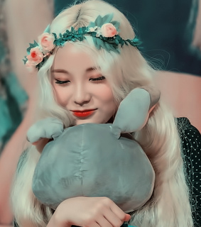 loona, jinsoul and jung jinsoul