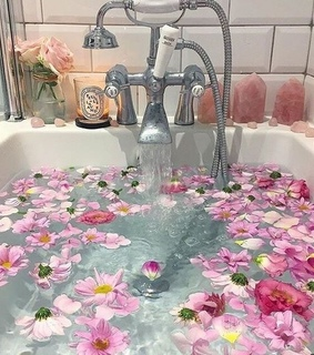 bubble bath, love and aesthetic