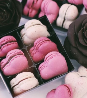 macaroons, heart and pinks