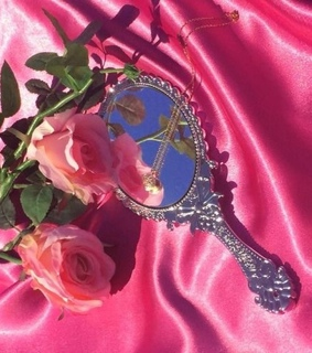 miror, pink and roses